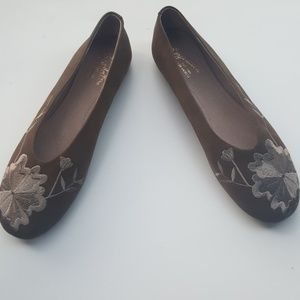 40b80a5b452a14 Anthropologie Shoes - NWT Seychelles Campfire embroidered flat